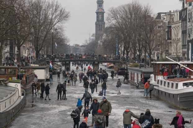 20180303 3642 620x413 - Ice Skating on the Amsterdam Canals